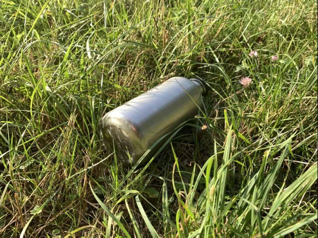 Kleen Kanteen im Gras